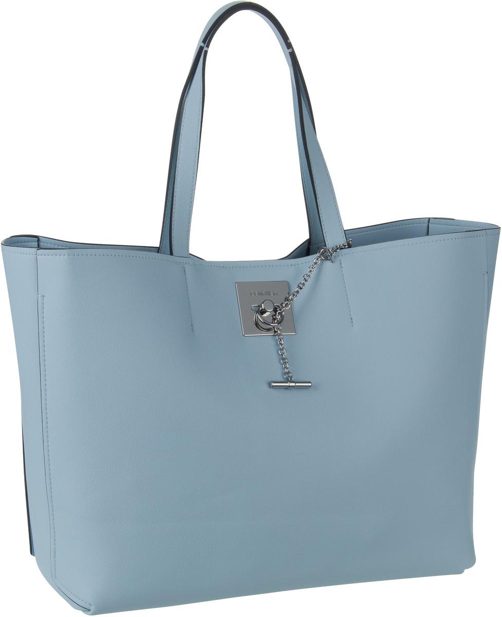 Handtasche CK Lock Shopper Pale Blue