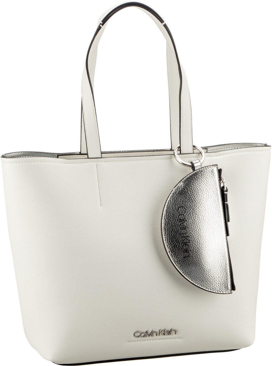 Handtasche CK Must Medium Shopper K6050 Bright White