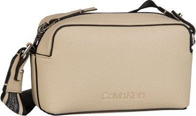 5bbd044fe923f Taschen · Umhängetaschen  Calvin Klein. Calvin Klein Race Crossbody - Light  Sand