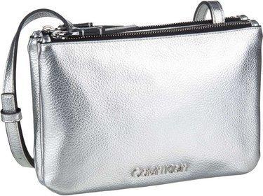 1744ddc092eb2 Calvin Klein Umhängetasche CK Must EW Crossbody Silver. Hersteller  Calvin  Klein   EAN-Nummer  8719115757137
